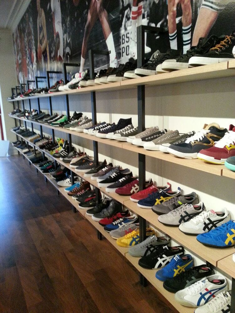 Shop the latest urban casual footwear, apparel and accessories for men, women, and kids at the Premier Boutique online store! The best source for urban clothing, streetwear, sneakers and much more. Fast and secure online ordering and exclusive products from our San Mateo, CA store.