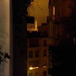 Hôtel Particulier Montmartre - Paris, France. Une vue sur Mme Eiffel en arrivant...