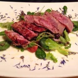 Osteria Alla Staffa - Red tuna on salad with capers and olives. - Venezia, Italien