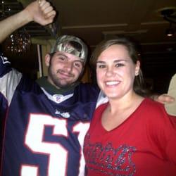 Espresso Italian Grille & Pub - Bartender Rebecca with customer Rusty celebrating Patriots win! - Gloucester, MA, Vereinigte Staaten