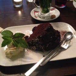 Warmer Schokoladenkuchen mit Vanilleeis,…