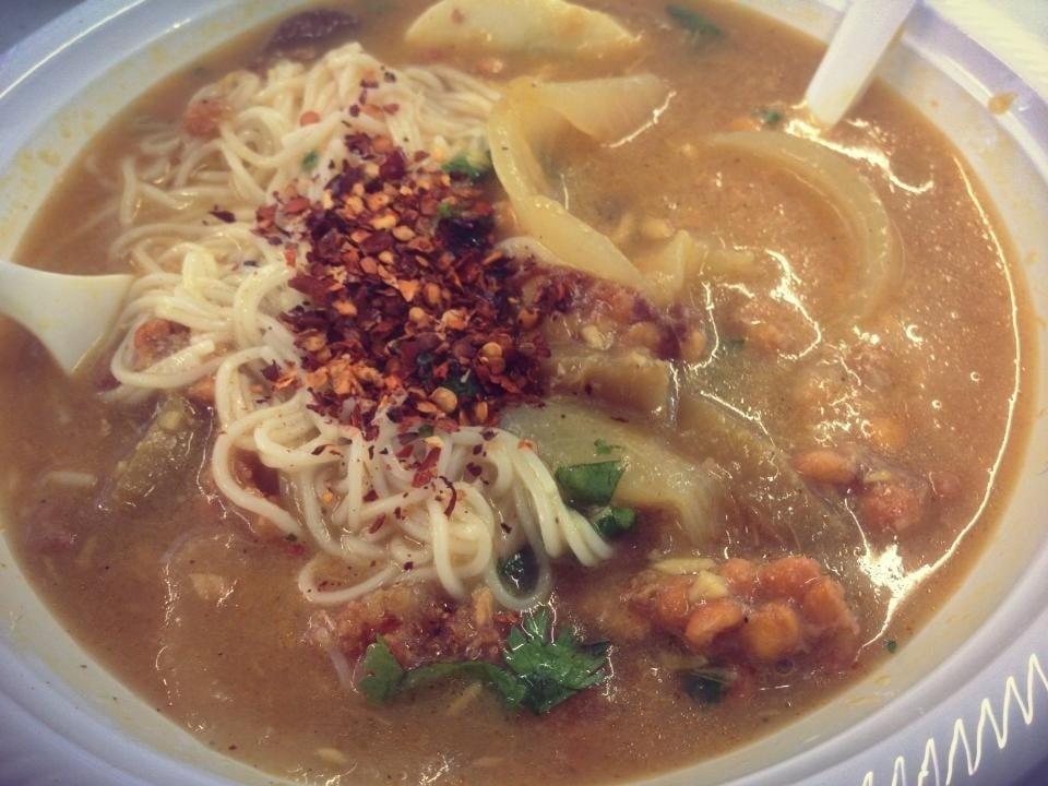 Yummy burmese fish noodle soup yelp for Fish soup near me