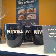 Liust auf eine Tasse Nivea? ;-)