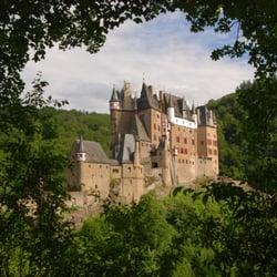 Burg Eltz Westansicht