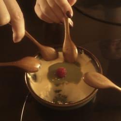 Milchpudding mit Matcha, yum!