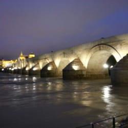 El Guadalquivir a su paso por el puente…