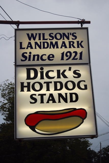 Wilson (NC) United States  city images : Dick's Hot Dog Stand Wilson, NC, United States. www.choppedonion.com