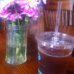 The Creamery - Iced tea and pretty flowers! - San Francisco, CA, Vereinigte Staaten