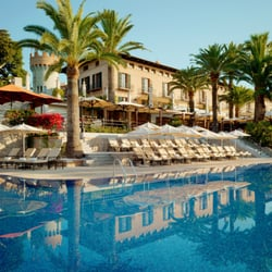 Enjoy the nice outdoor pool and the mediterranean sun.