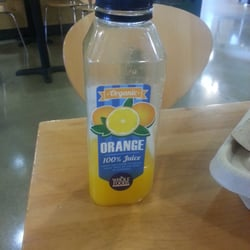 Whole Foods - Fresh on the spot organic orange juice.   Awesome! !! - Annapolis, MD, Vereinigte Staaten
