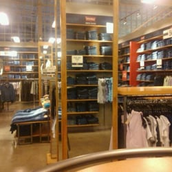 Everything She Wants: Conway Discount Clothing Chain Closing in New York City