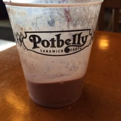 Potbelly Sandwich Shop - End of the mixed berry shake! - Braintree, MA, Vereinigte Staaten