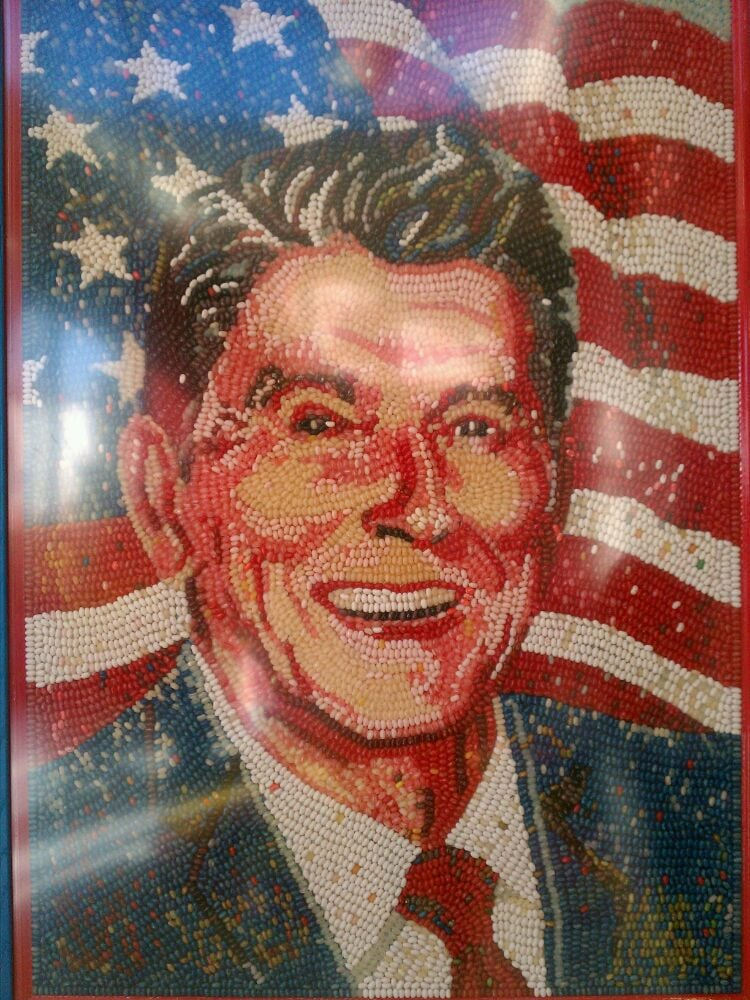 a biography of ronald reagan wilson the 40th president of the united states Learn more about the 40th president of the united states, ronald reagan, from his early childhood to post presidency.
