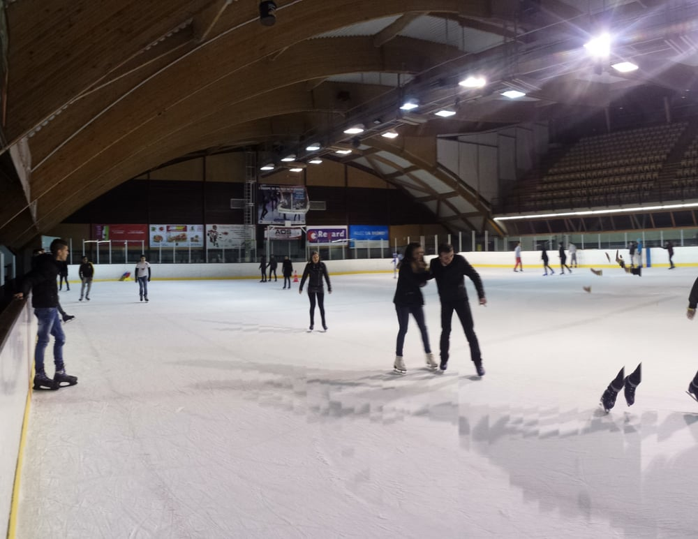 Patinoire le polygone patinoire valence dr me avis for Piscine polygone valence