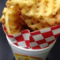Mixers Ice Cream & Boba - Las Vegas, NV, États-Unis. Hot and spicy waffle fries