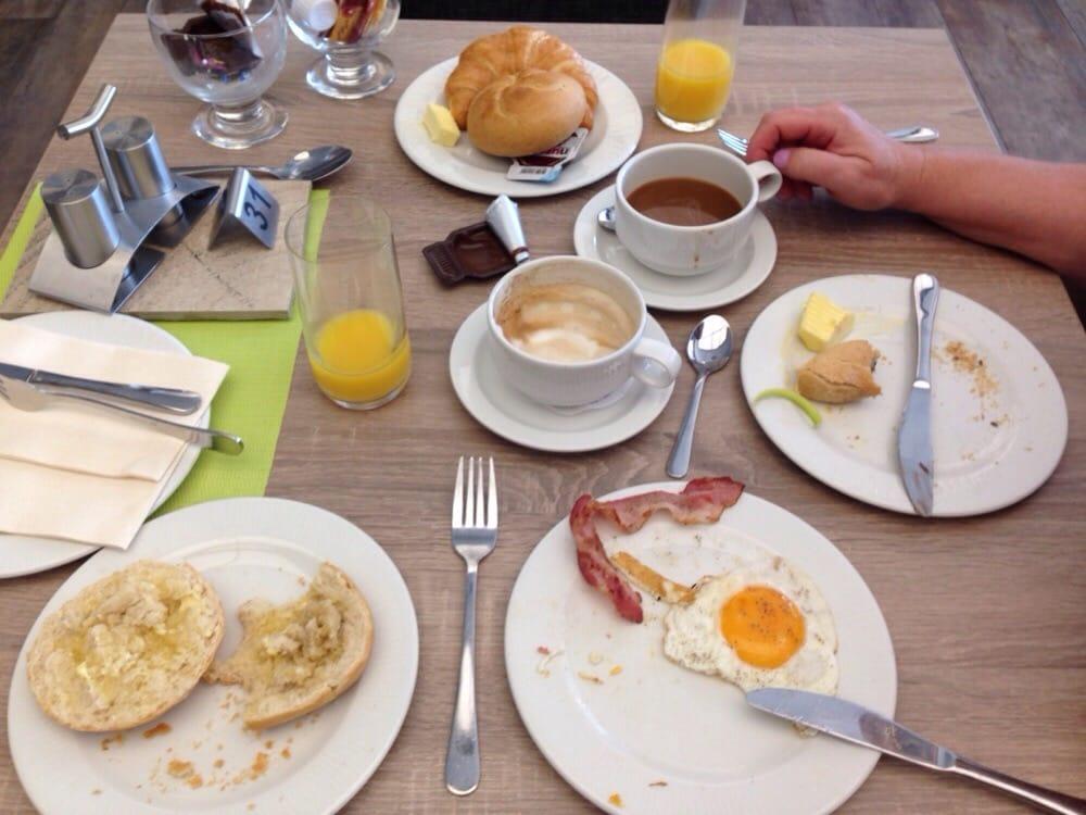 1a Frühstücksbuffet in der Möbel Centrale in Penzberg. Hmmmmm