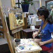 Austin Fine Art Classes - Austin, TX, États-Unis. Younger student applying her painting skills