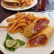 Papa's Grill - Reuben wrap with fries,  chicken fajita in the back - Columbus, IN, Vereinigte Staaten