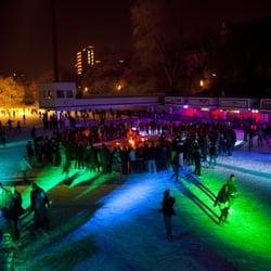 Eisbahn abends.
