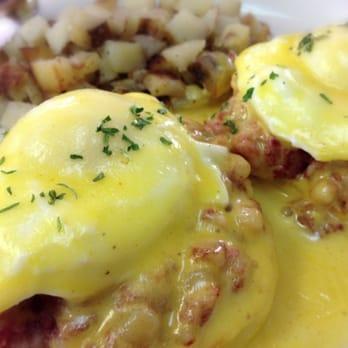 Cafe - Irish Eggs Benedict (corned beef hash instead of Canadian bacon ...