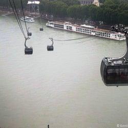 Wir schweben hoch oben über dem Rhein