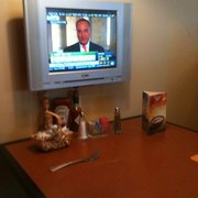 Holiday Inn Hotel Yuma - TV's at all the booths - Yuma, AZ, Vereinigte Staaten