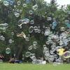 Foto von Giant Soap Bubble Party