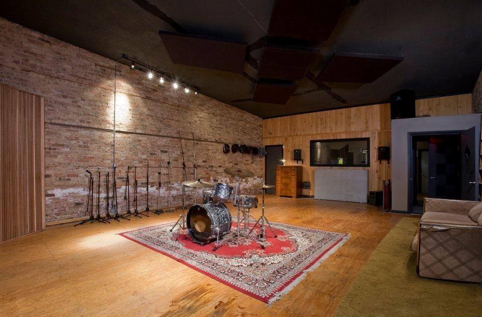 Strobe Recording: 2631 West Division St, Chicago, IL