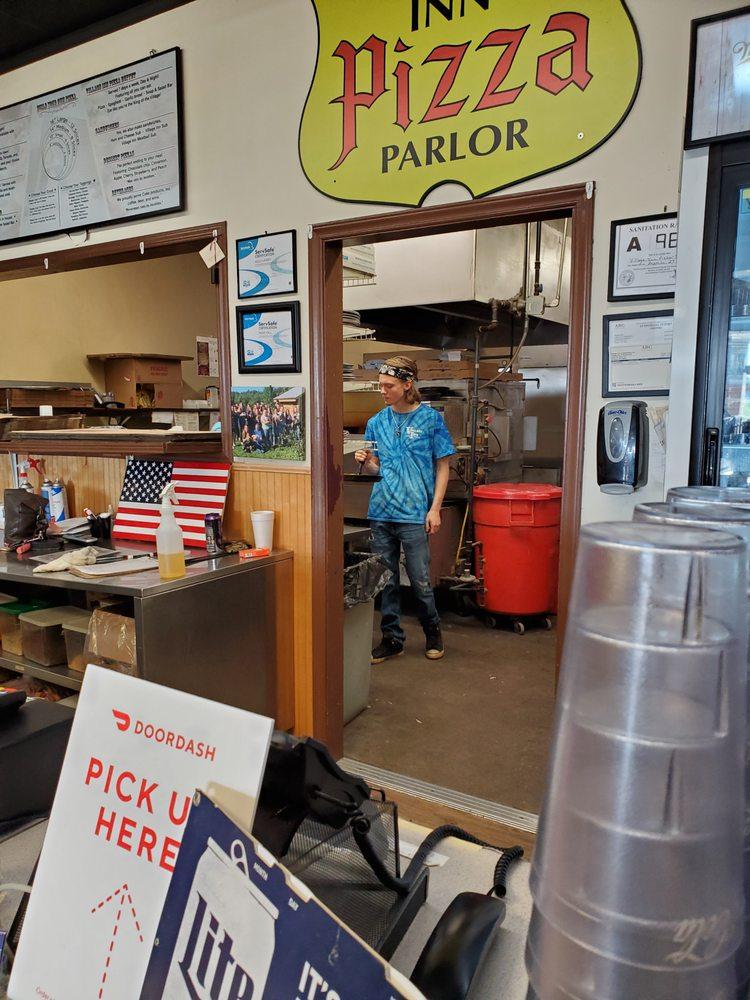 Village Inn Pizza Parlor: 9467 Nc Hwy 127, Hickory, NC