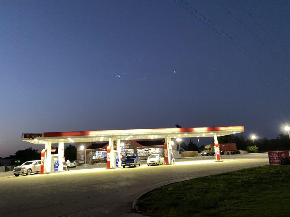 Mo's Exxon: 411 State Highway 78, Lavon, TX