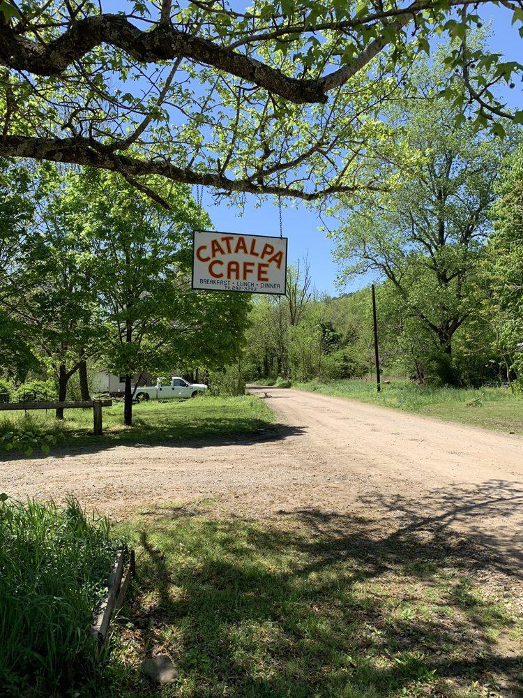 Catalpa Cafe: 225 County Rd 5351, Oark, AR