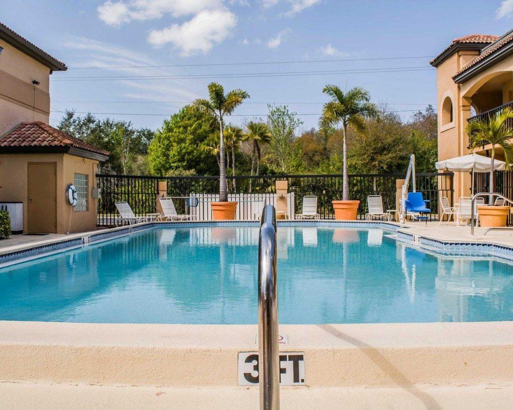 Comfort Inn: 718 Cypress Village Blvd, Sun City Center, FL