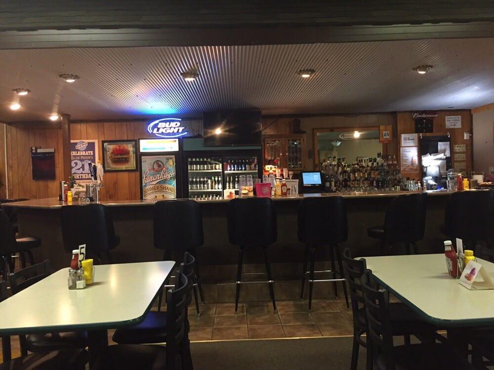 Chelle's Bar & Grill: 309 Jefferson St, Dysart, IA