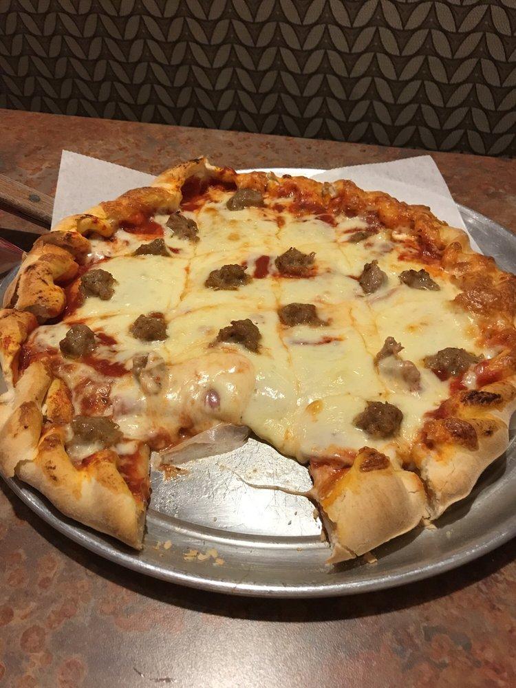 George & Nick's Pizza & Steakhouse: 107 E Van Buren St, Centerville, IA