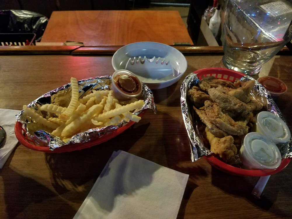 Callee's Too Sports Bar & Grill: 1962 Fort Campbell Blvd, Clarksville, TN