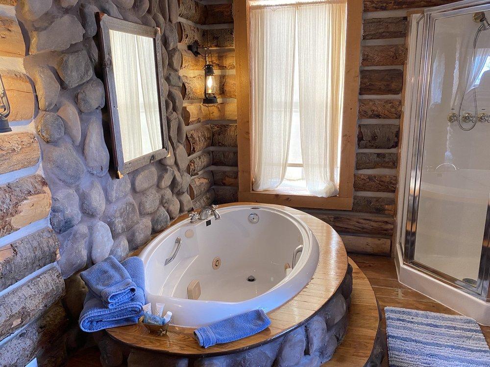 Valley House Inn: 7318 E 200th S, Huntsville, UT