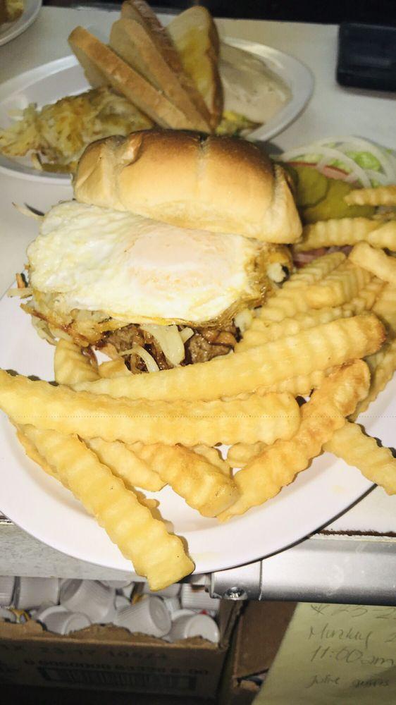 Mickies Restaurant: 420 S Meridian Ave, Cozad, NE