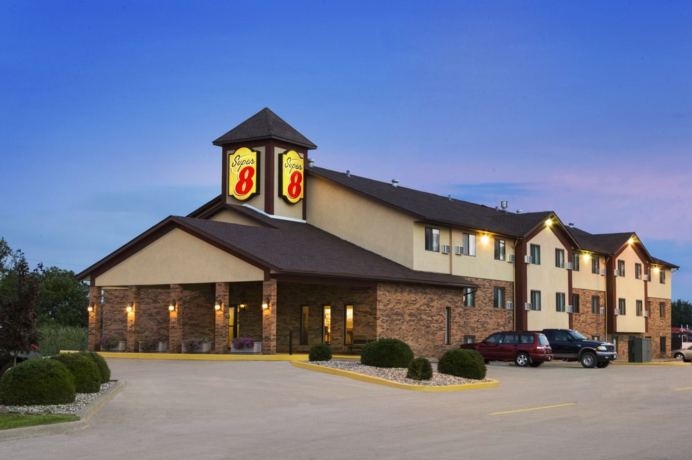 Super 8 by Wyndham Marion: 2601 Vernell Rd., Marion, IL