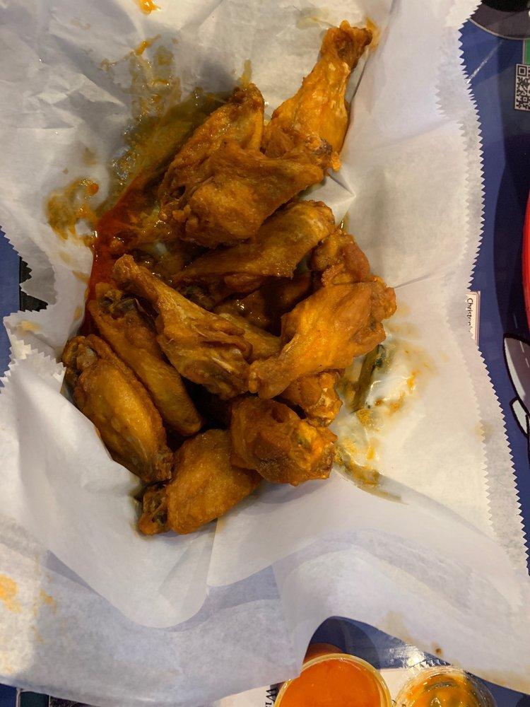 Lefty's Wings & Raw Bar
