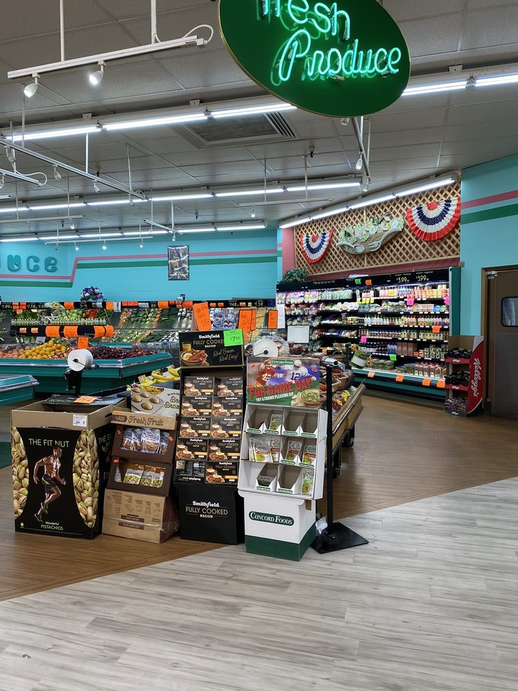 Witbeck's Family Foods: 1026 N McEwan St, Clare, MI