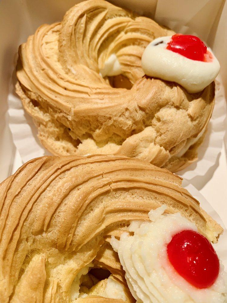 Meriano's Bake Shoppe: 200 Boston Post Rd, Madison, CT