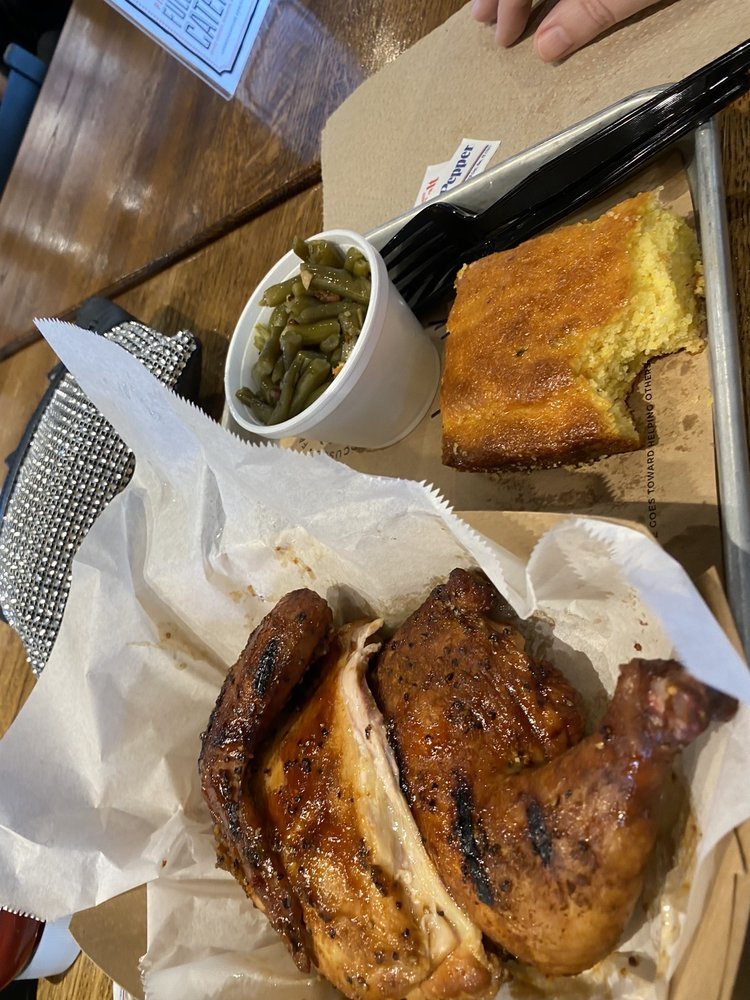 Food from 4 Rivers Smokehouse