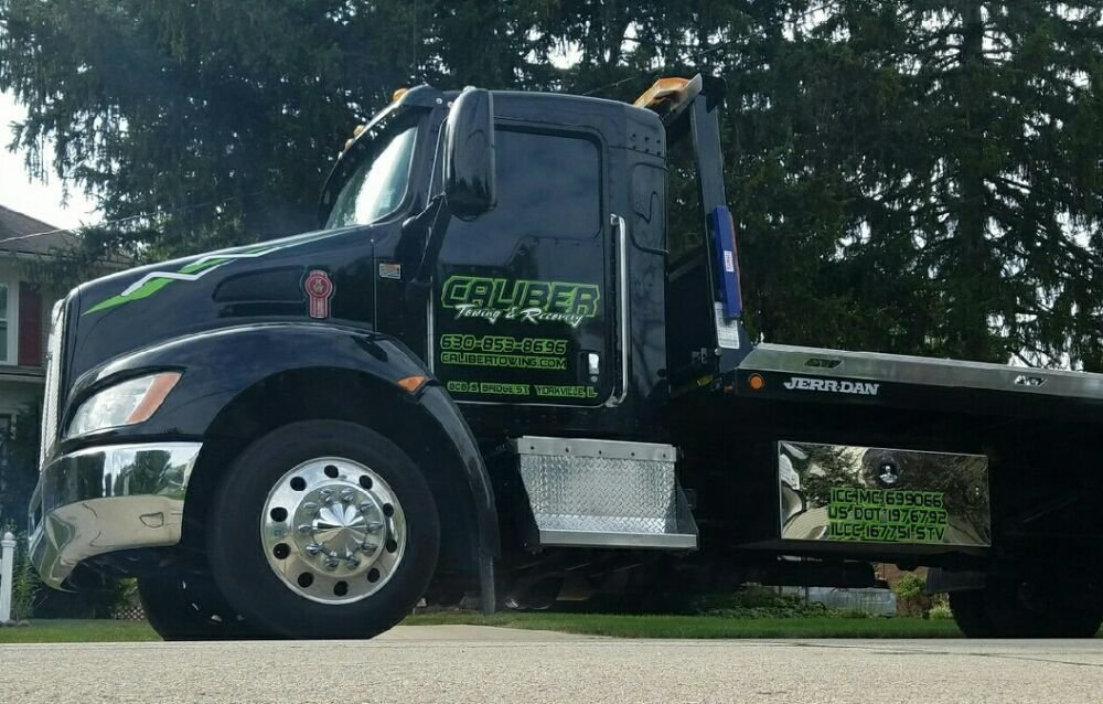 Towing business in Blackberry, IL
