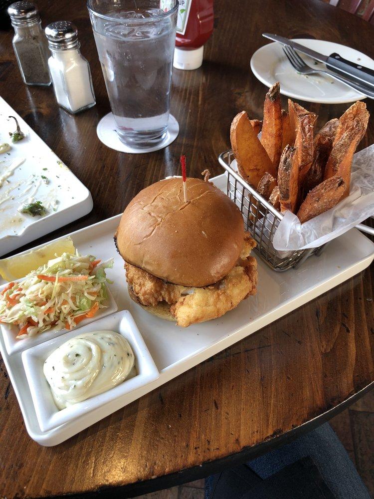 Town Tavern: 201 Massachusetts Ave, Arlington, MA