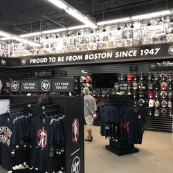 detailed look b7747 bea28 Red Sox Team Store - 19 Yawkey Way, Fenway, Boston, MA ...