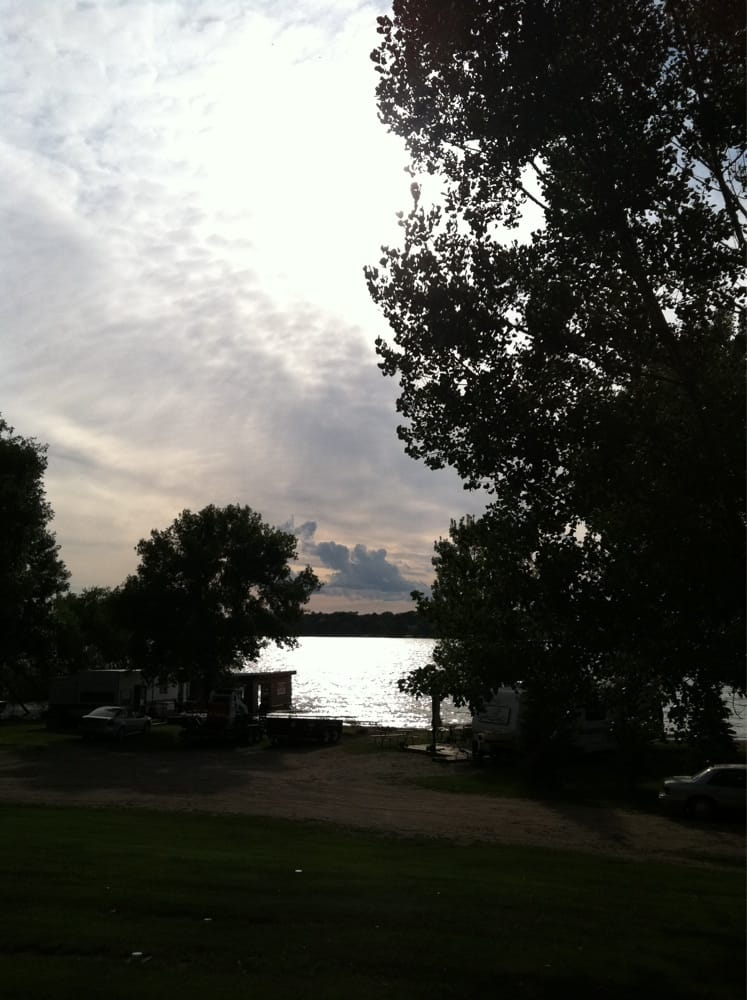 Lake Reno Bar & Grill: 14566 State Hwy 29, Glenwood, MN