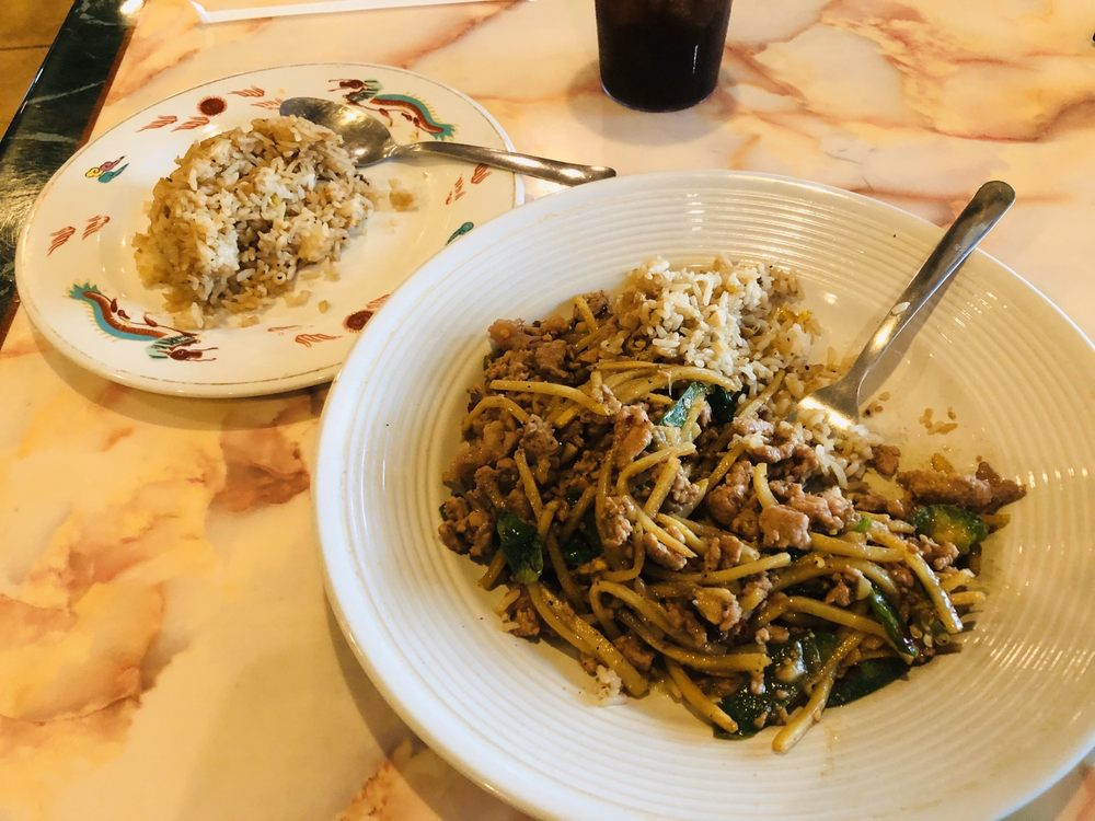 Sarocha's Thai Restaurant: 1506 W Wyatt Earp Blvd, Dodge City, KS