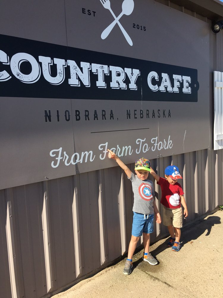 Country Cafe: 89141 Hwy 14, Niobrara, NE