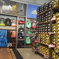 adias outlet 3xfn  Photo of Adidas Outlet