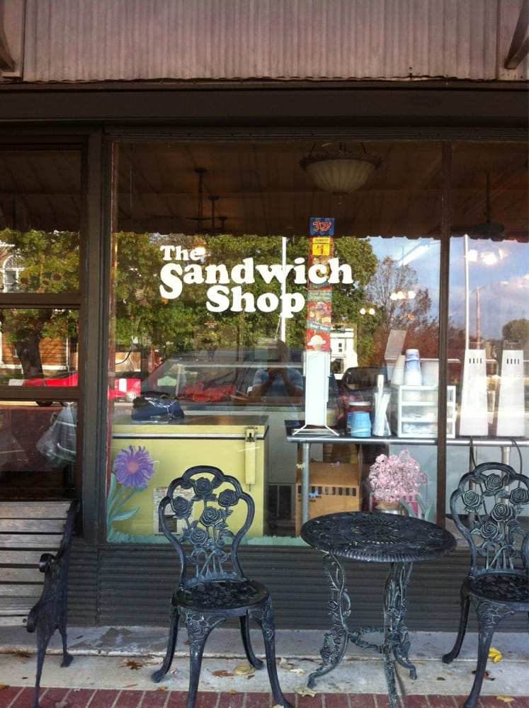 Sandwich Shop: 106 E Cedar St, Warren, AR